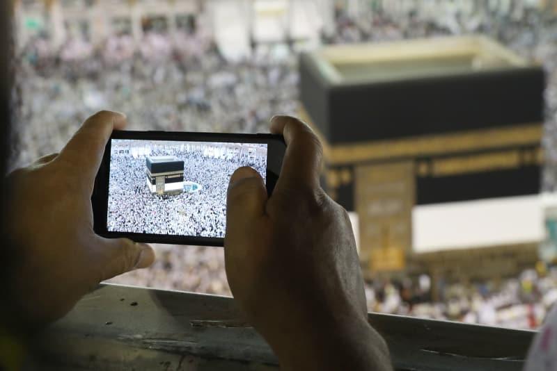 Kisah-kisah Haji; Berangkat setelah 67 Tahun Menabung di Kaleng Biskuit