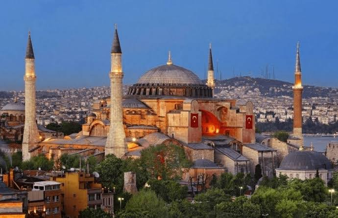 images 3 Mendamba Salat di Hagia Sophia, Menghadap Dua Kiblat